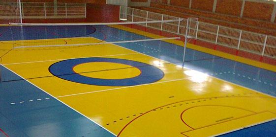As quadras poliesportivas são pintadas e demarcadas com tinturas de alta  espessura 0701783c631ec